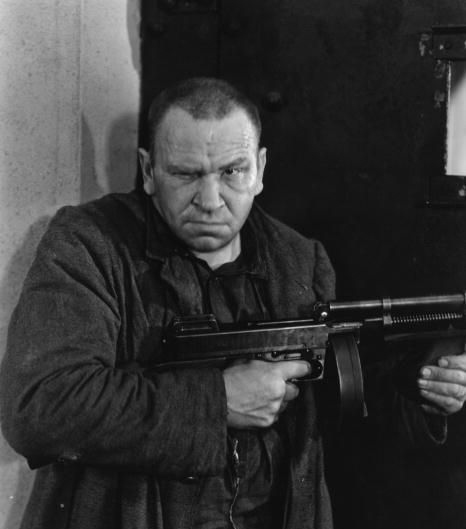 Wallace Beery as Machine Gun Butch