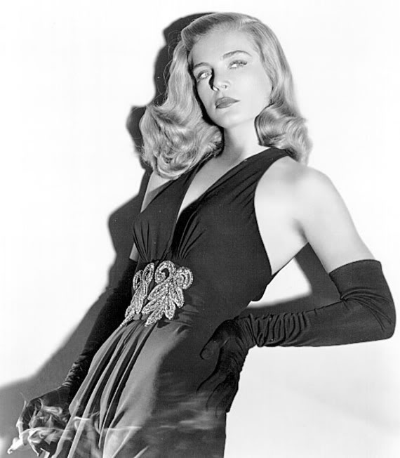 Lizabeth Scott as 'Dusty' Chandler, a femme fatale name and pose