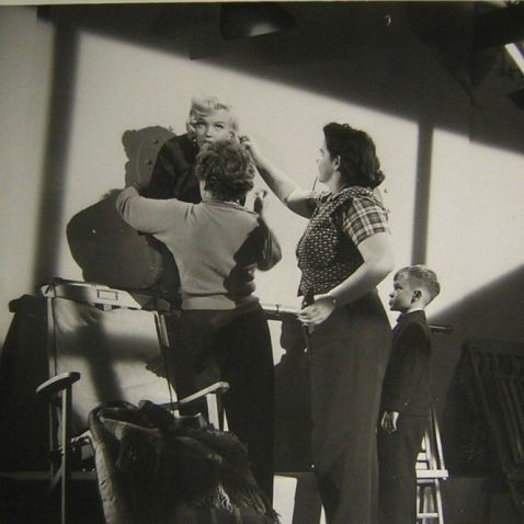 Looking on as Marilyn prepares for the porthole scene