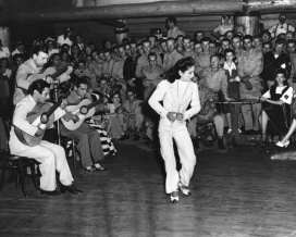carmen-amaya-entertains-at-the-hollywood-canteen-1943