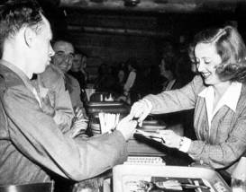hollywood-canteen-bette-davis
