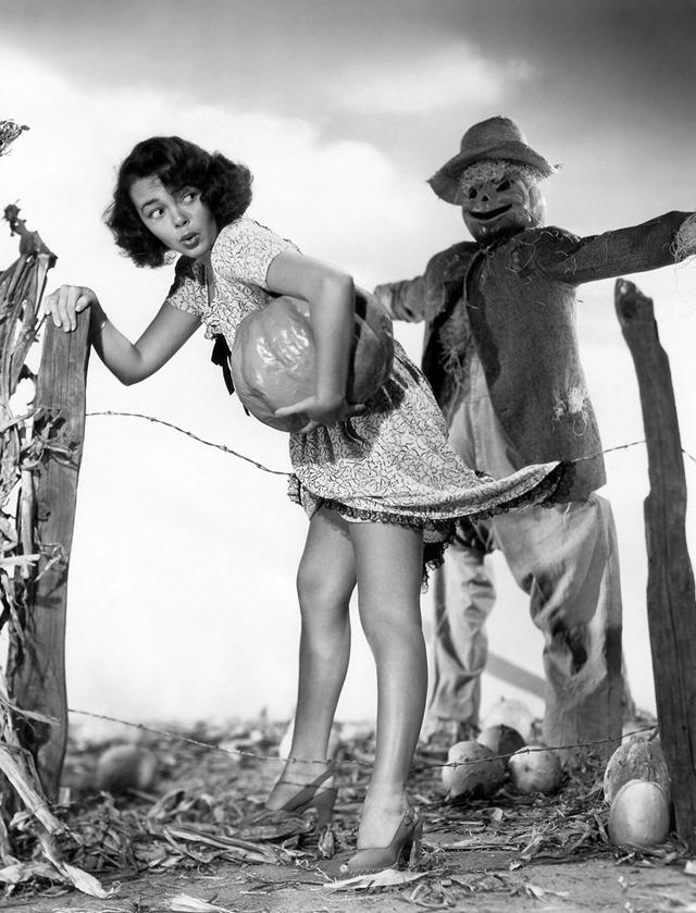 Vintage Halloween Pinup Gloria Saunders