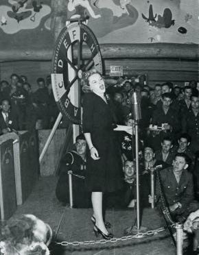 Judy Garland sings