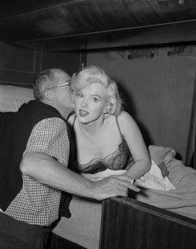 Billy-Wilder-and-Marilyn-Monroe-Some-Like-It-Hot-Set-billy-wilder-26776512-990-1262
