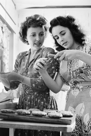 Elizabeth Taylor and her mom