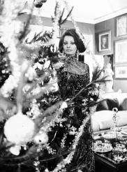 Sophia Loren accalto all'albero di Natale