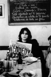 Anna Magnani reading about President Kennedy's assassination