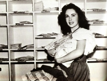 Elizabeth Taylor sorting her fan mail