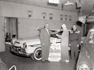 Groucho Marx as a sales pitch in a 1956 showroom
