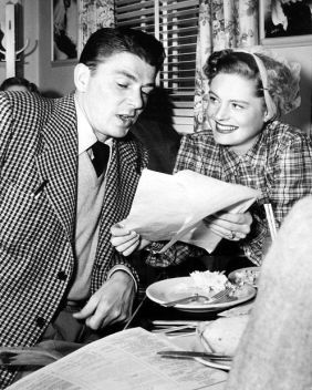 Ronald Reagan and Alexis Smith have lunch at the Warner commissary