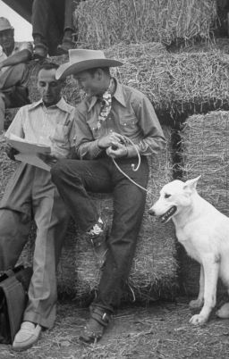 Roy Rogers and his dog, Phantom on set