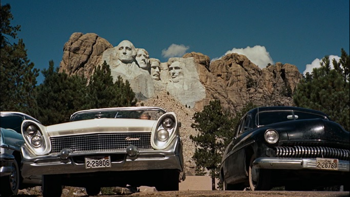 mount-rushmore-from-a-distance