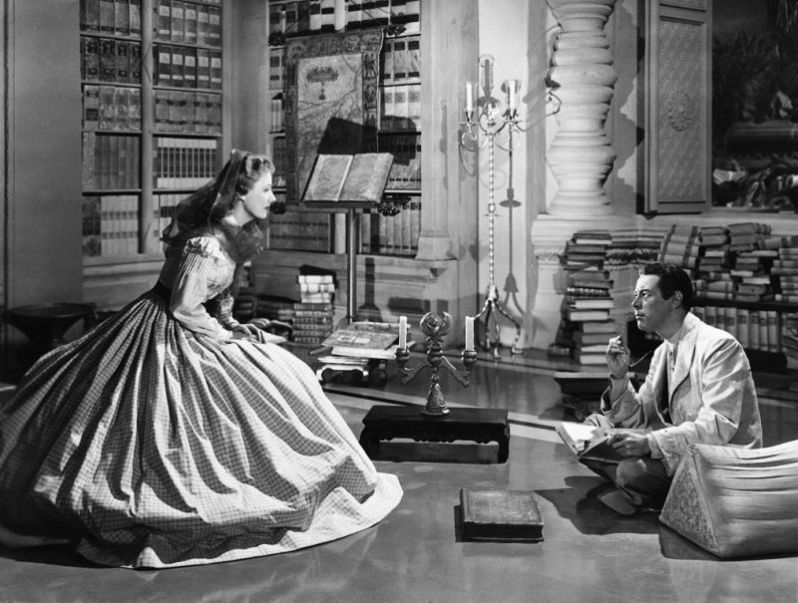 Irene Dunne and Rex Harrison star as Anna and the King
