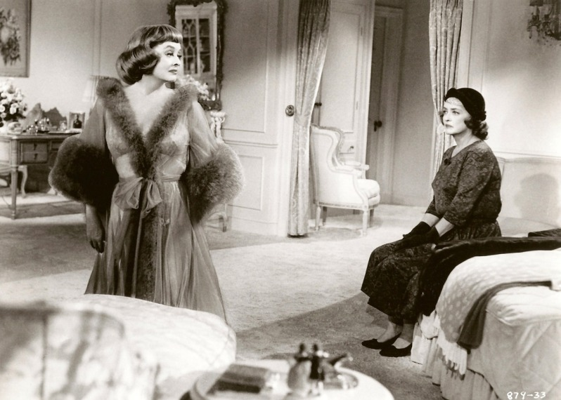Bette Davis and Bette Davis as Dead Ringer sisters, Margaret DeLorca and Edith Phillips