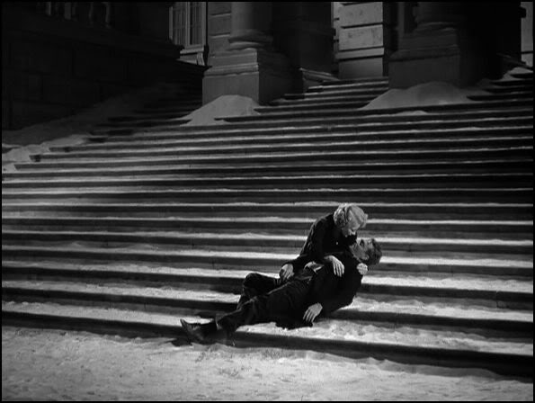 Weeping Panama Smith (Gladys George) came upon him and cradled his head in her arms as he expired on the steps of the church - the image evoked Michelangelo's Pieta.