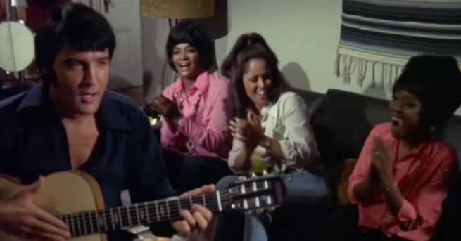 "Elvis ""Rubberneckin'"" with back-up singers at the beginning of the movie. Darlene Love is jamming in the middle."