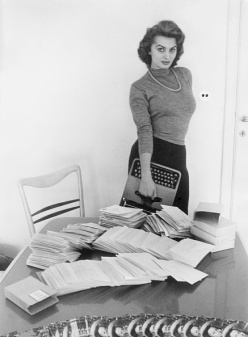 Sophia Loren, fan mail and her typewriter in 1953
