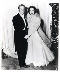 Jeanette MacDonald marries Gene Raymond