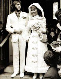Lulu marries Maurice Gibb
