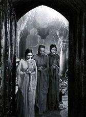 Dorothy Tree, Geraldine Dvorak, and Cornelia Thaw as Dracula's brides in Dracula (1931)