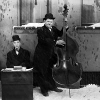 Laurel and Hardy in TIEMBLA Y TITUBEA (1930)