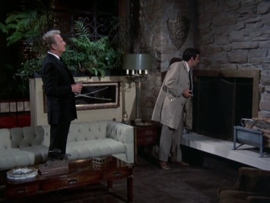 Columbo visits Hollister to take a look around his house